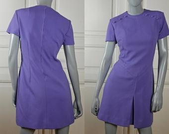 1970s Short Lilac Dress, Short-Sleeve Crimped Polyester Mad Men Style Purple Summer Dress: Size 8 US, Size 12 UK