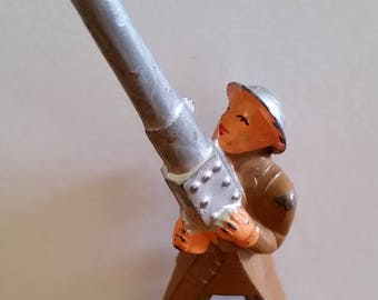1930's WW#1 Barclay toy soldier, Anti Aircraft soldier. Lead figure, toy soldier