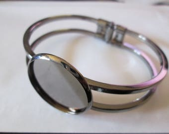 Bracelet gun metal hinged 25 mm cabochon