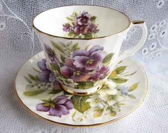 Duchess cup Violet cup saucer Purple cup saucer Old English Cup Collection Collectible cup Flower cup Garden tea party Grandmother gift Xmas