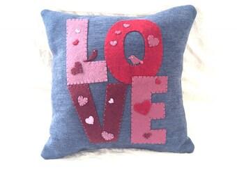 "Cushion ""LOVE hearts and birds"""
