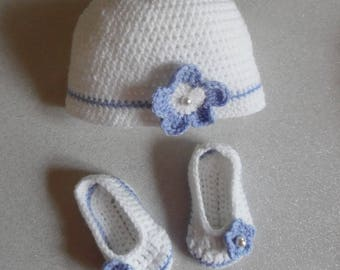 Set hat and booties crocheted purple and white for baby from birth