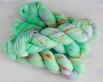 Hand Dyed Speckled Yarn Sock Twist Superwash Wool 80/20 - MINTOS