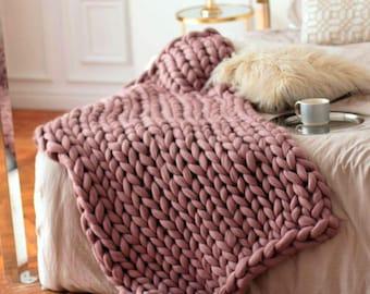 Wool Hugs Dusty Pink Chunky Knit Blanket. Pink throw blanket. Big knit throw. Chunky knit throw. Merino wool blanket. Pink blanket