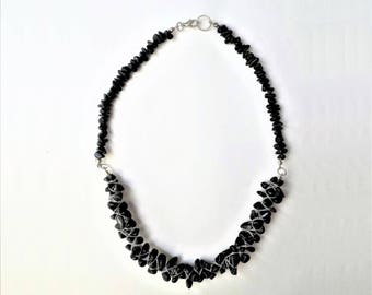 Black agate and silver plated wire chip necklace