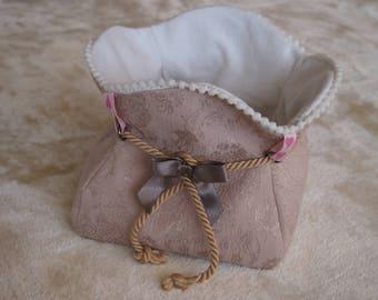 Storage basket or empty pockets