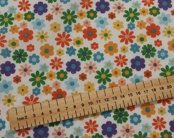 Flowers Ditsy Floral Print Polycotton fabric 44 inch / 110cm Pretty
