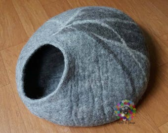 Felt Cat Cave / Cat Bed / Pet Bed / Puppy Bed / Cat House. 100 % Wool Natural Color