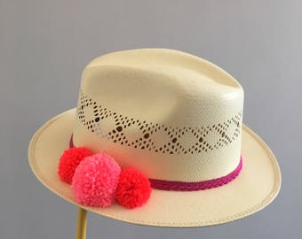 Pom pom summer hat
