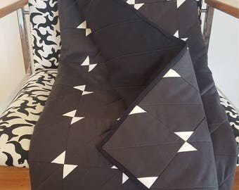 Modern baby quilt/play mat - grey and white small triangles/bowties.
