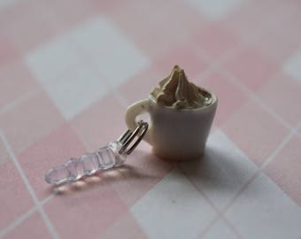 Coffee cup dust plug