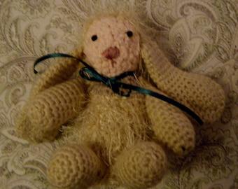Bunny rabbit crocheted small Amigarumi
