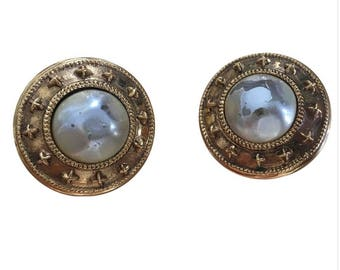 CHANEL - pretty round earring Clips old