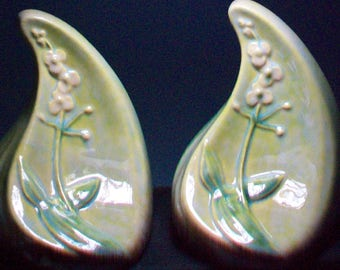 Two Roseville Pottery Wincraft Bookends #259