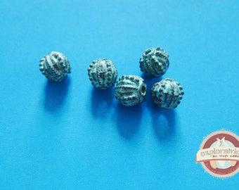 5 round beads bronze and patina green Gray 11 x 10 mm