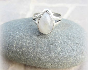 White labradorite ring