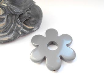 35 mm 6 petal flower bead