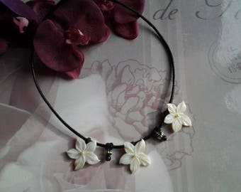 Necklace three Pearl flowers