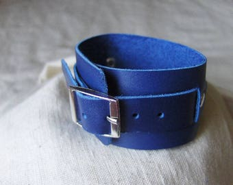 Handmade bracelet with blue ink leather buckle