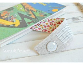 Linen and cotton flowers to personalize bookmark