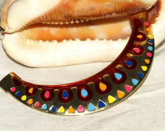 Enameled gold metal half moon shape separator connector