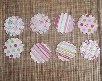 8 round cut-outs for your scrapbooking creations, set no. 33 scalloped.