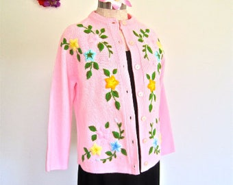 M-L 60s Pink Sweater Embroidered Flowers Yellow Blue Green Vines Cardigan Crew Neck Long Sleeves by Banf 38 Acrylic Medium Large