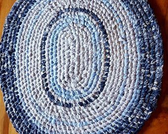 Hand crafted oval Rag rug. Toothbrush Amish knott recycled