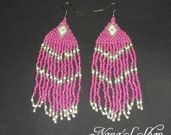 Earrings woven pink, white details.