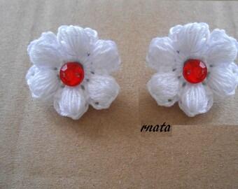 White crochet flower clip earring