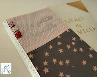"""Protège Livret de famille """"Ma petite famille"""", duo nuée d'étoiles, pois rose et fanions"""