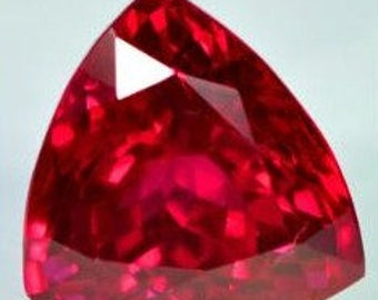 Red sapphire, 5.67 carats trilliant faceted, synthetic corundum
