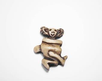 Monkey Brown 3.5 cm x 1 Yak Horn pendant