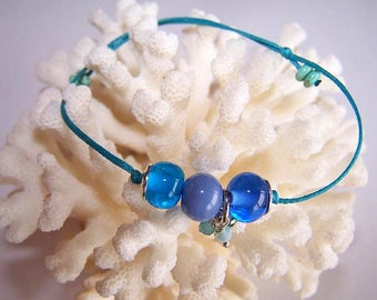 Bracelet waxed cotton and glass beads