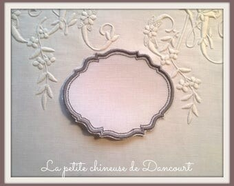 Embroidered gray Gustavian setting
