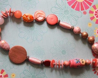 Mid-long NECKLACE, large beads of different materials, shades of pink, closed chain, mothers day