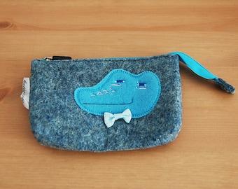 Coin purse / cosmetic felt crocodile 14 × 10cm