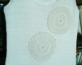 Top vintage knitted white cotton, lace and beads