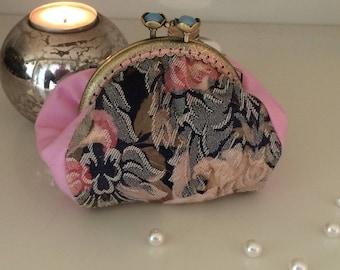 Retro purse with clasp