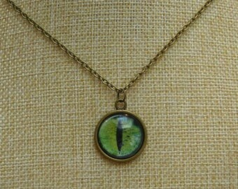Green cat's eye cabochon necklace