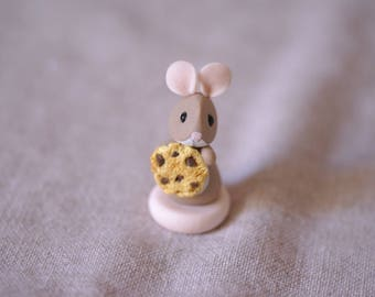 Mouse cold porcelain, with a chocolate chip cookie between legs