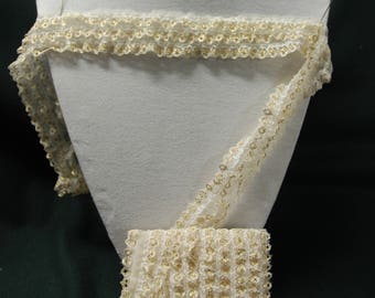 2.50 m of white and gold lace