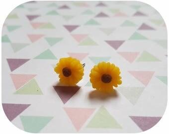 """Fancy """"yellow Daisy"""" earrings"""