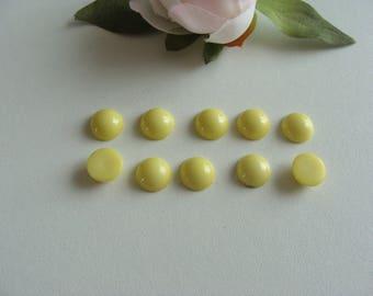 Set of 10 yellow back flat 9 mm cabochons