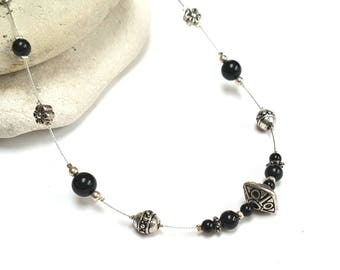 Classic necklace black and silver beads