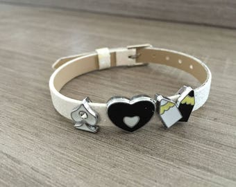 Glittery white adjustable bracelet with charms