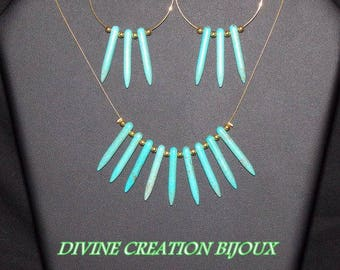 Set mid-length imitation turquoise necklace and her curls