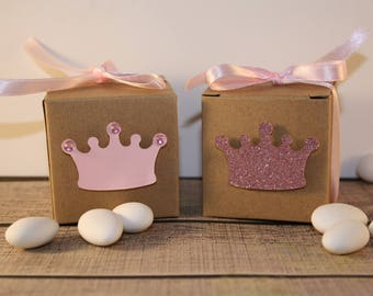 Containing sweets for the princesses in kraft and pink glitter card personalized with the name of your little prince
