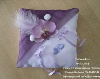Pillow door wedding rings in violet/purple & white