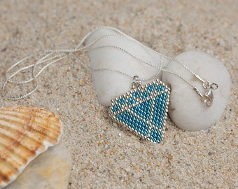Hand woven diamond pattern silver necklace